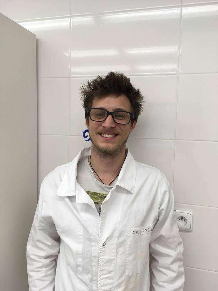 Jacques, jeune chercheur français, étudie le CBD et ses effet sur la schizophrénie